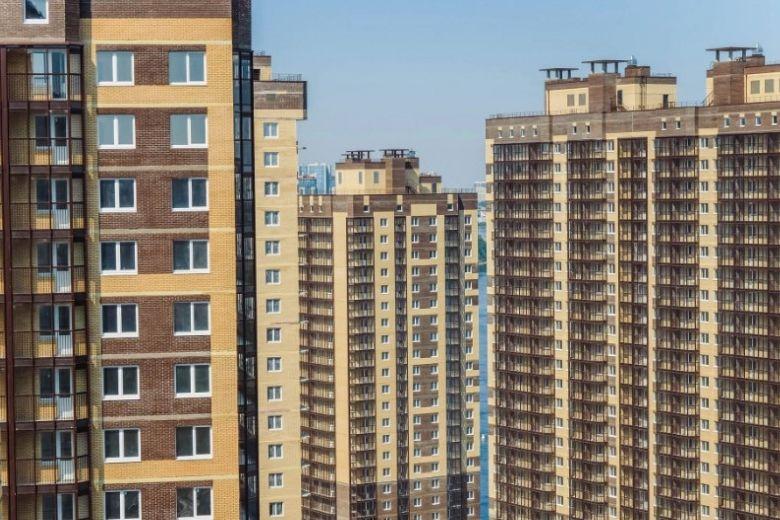 На фото — новые дома в ЖК «Живи! В Рыбацком»